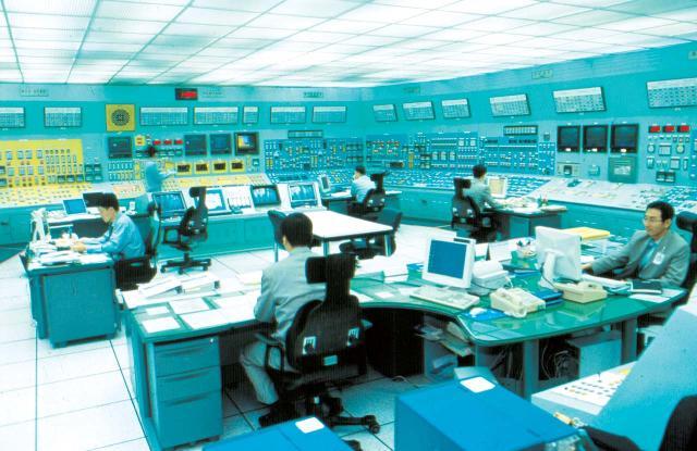 원자력 발전소 조종실 모습