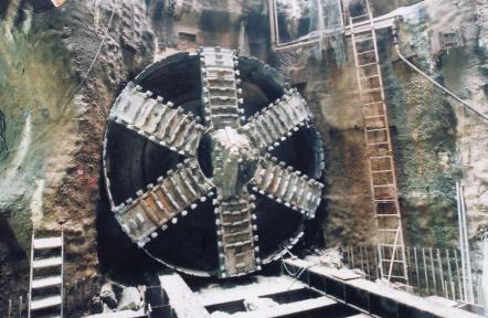 싱가포르 터널형 하수관로_굴착완료후 Shield machine 노출장면
